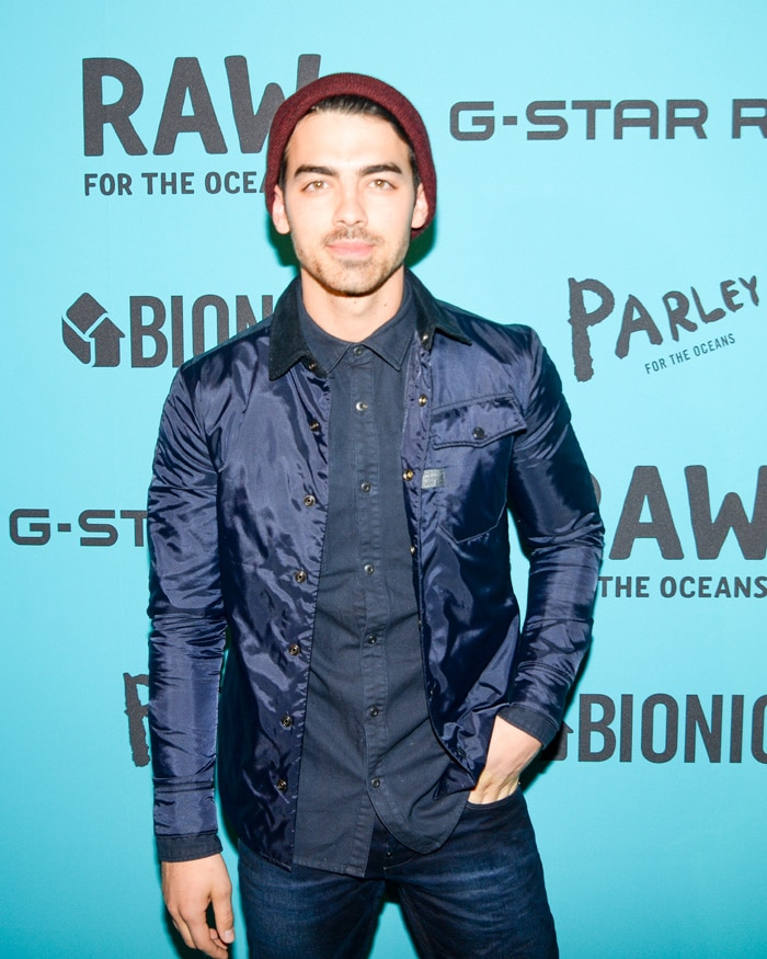 "Joe Jonas made an appearance on the ""blue carpet"""