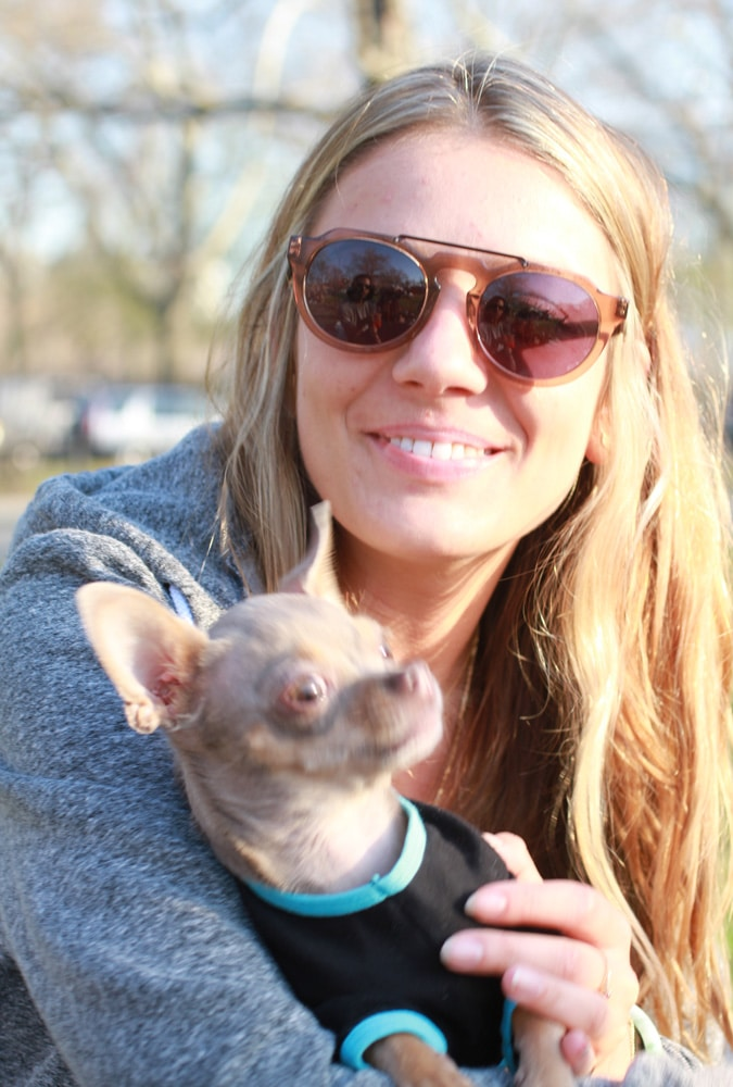 Ana with her little Chihuaha, Oscar. It was a day of cool sunglasses.