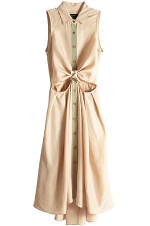 I own this dress. I love this dress. I can't believe it's not sold out. Pair with: flat sandals and a crossbody purse.