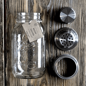 Featuring an authentic 32 oz. glass mason jar and a 3 piece stainless steel strainer lid. Using this Brooklyn-made shaker, you can whip up 2-4 cocktails on the spot.