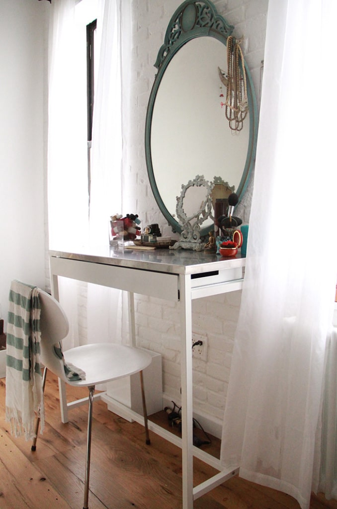 Light-filled vanity space