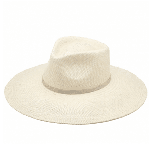 White beach hat // eco-friendly beach essentials