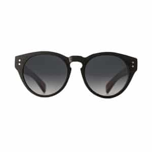 Black classic sunglasses // eco-friendly beach essentials