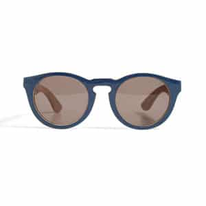 Navy sunglasses // eco-friendly beach essentials