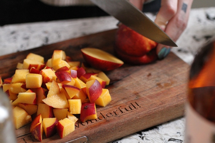 Cutting nectarines