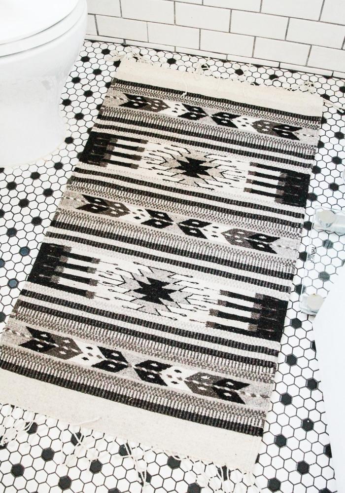 Black white grey aztec print rug | Manoz Zapeteca