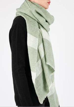 Cosi Cashmere scarf knitted in Tibet and Nepal by artisans