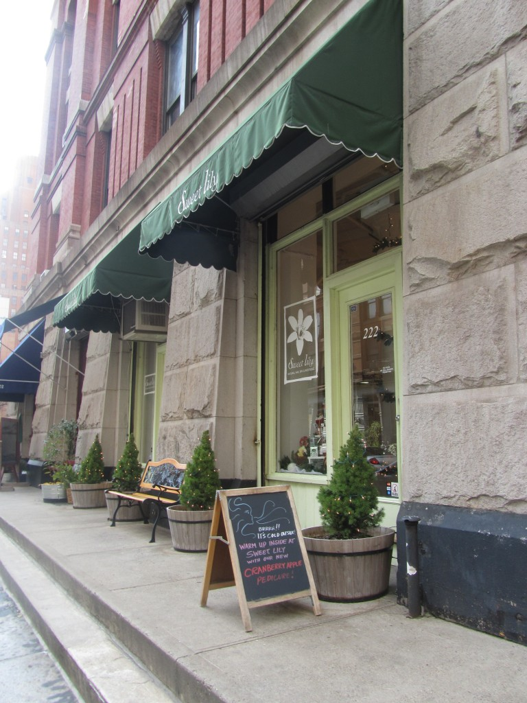 natural and green nail salon in NYC