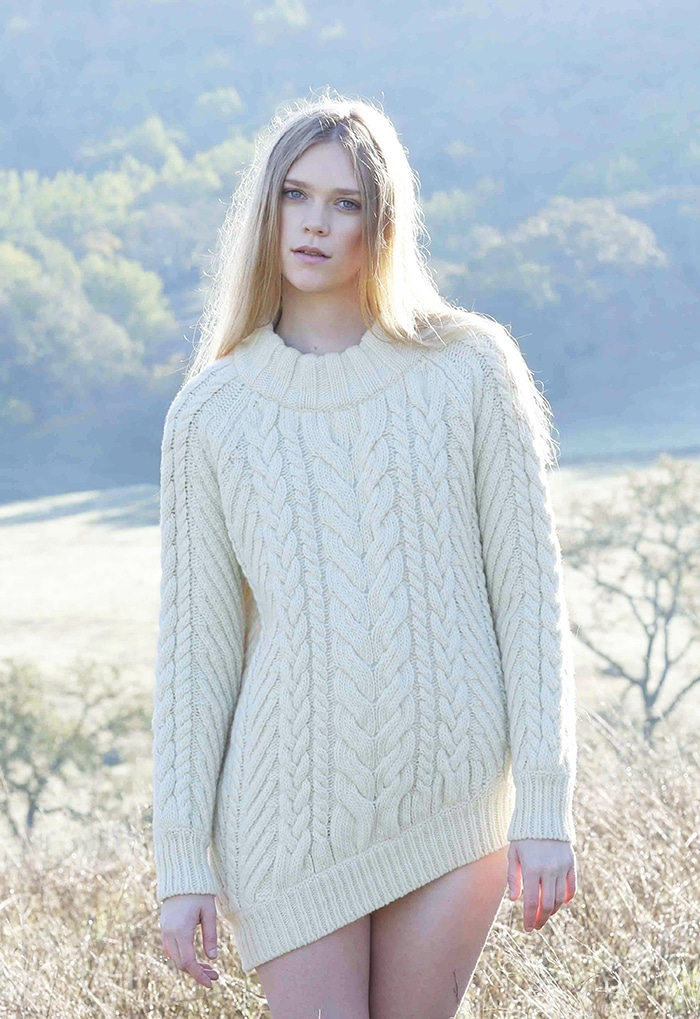 s_TBF14_01_model_asymmetrical_hem_cable_sweater_natural