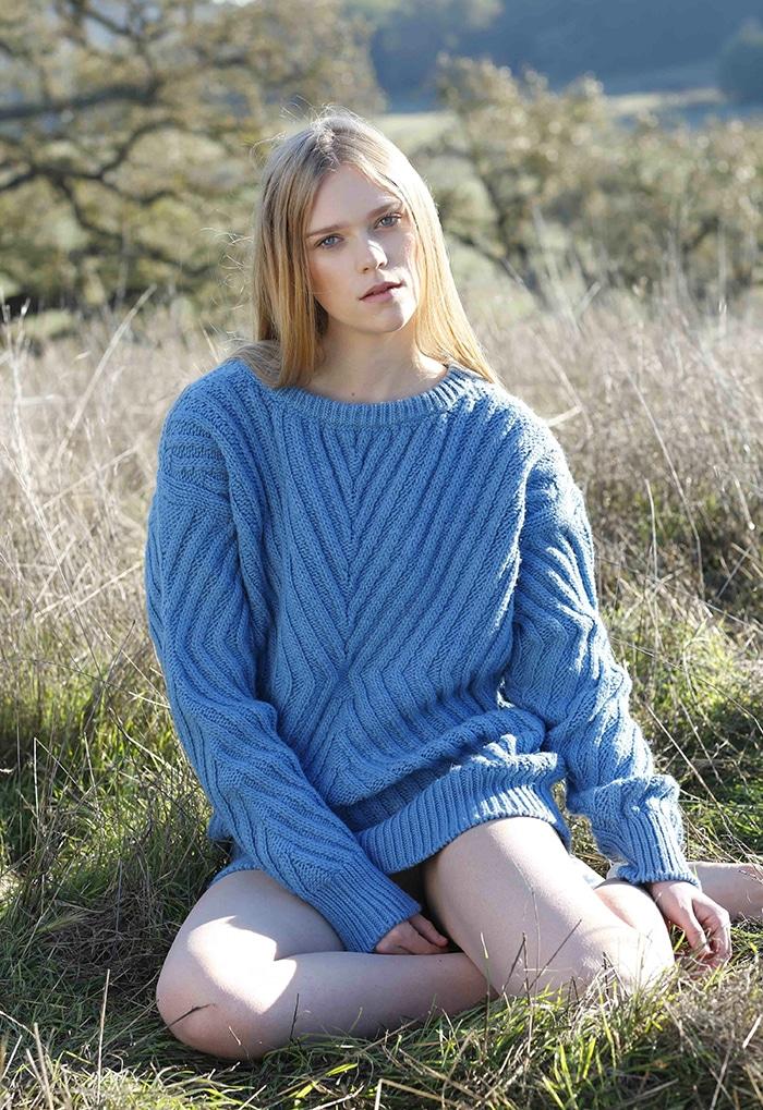 s_TBF14_06_model_ribbed_chevron_boatneck_sweater_skyblue