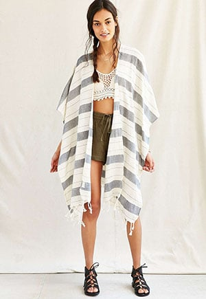 Non-exploitative festival fashion // poncho made from vintage material