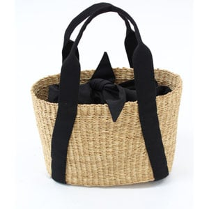This beach bag comes with a removable cloth pouch