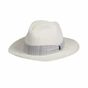 White beach hat // eco-friendly beach essentials