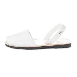 Ethically made summer shoes // eco-friendly beach essentials