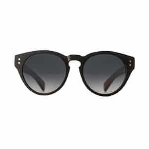 Black classic sunglasses // eco-friendly beach essentials