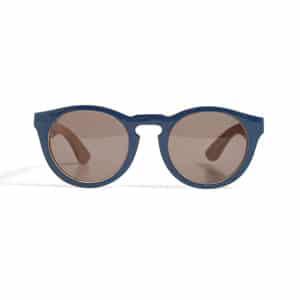 Navy sunglasses // eco-friendly beach essentials