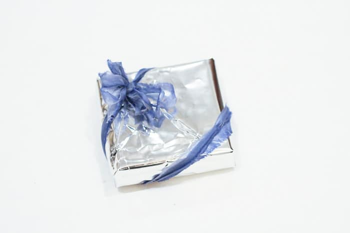 Eco-friendly gift wrap idea: turn a chip bag inside out!