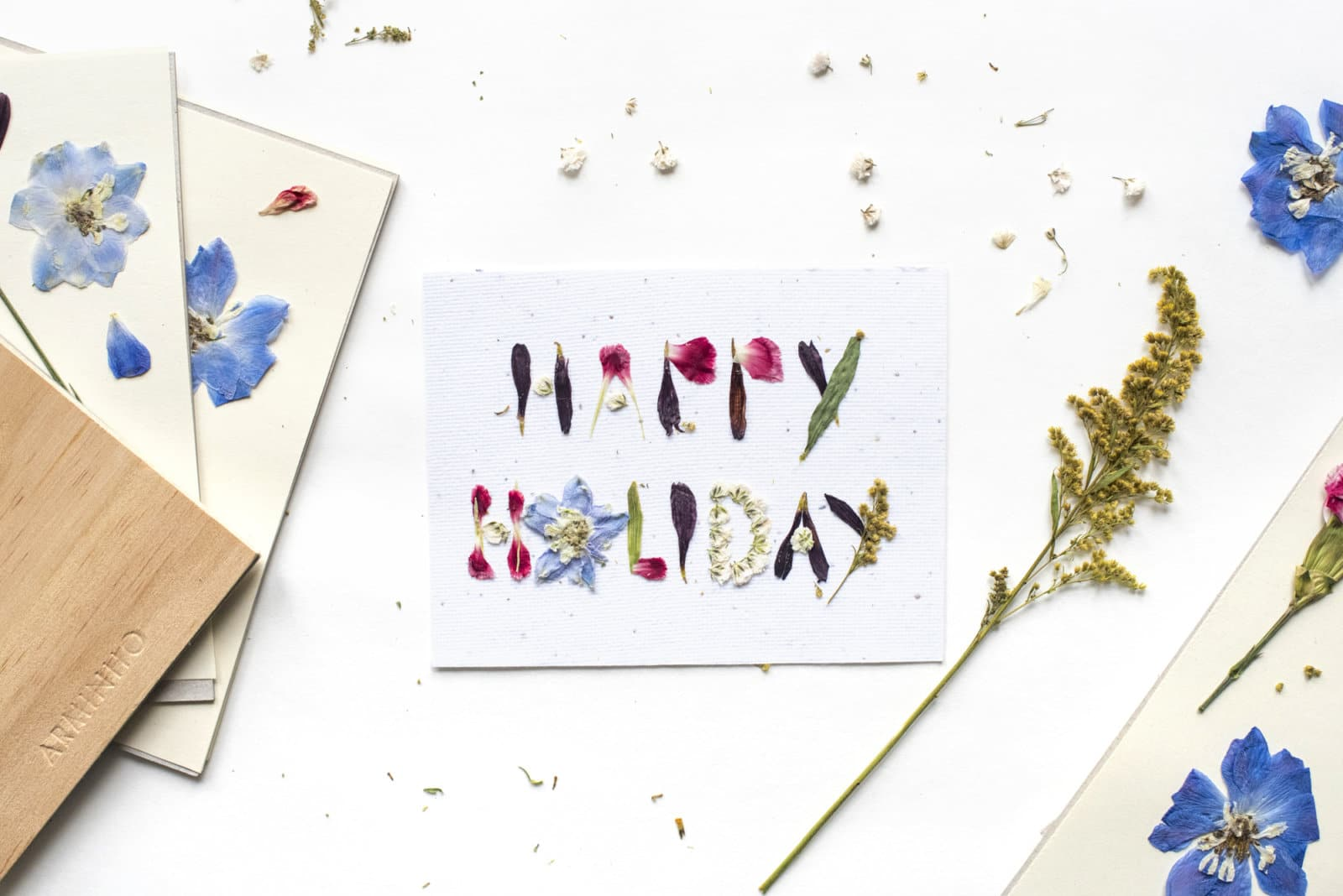 How To Diy Your Own Beautiful Holiday Cards Ecocult